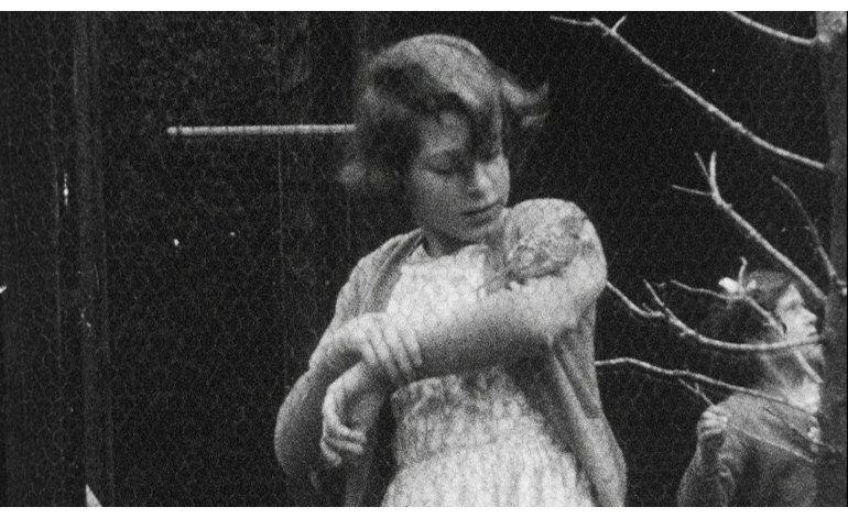 Buckingham difunde imágenes de la infancia de la reina