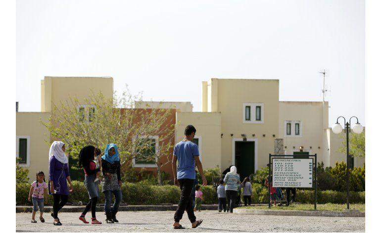 Refugiados ponen sus sueños en suspenso en Grecia