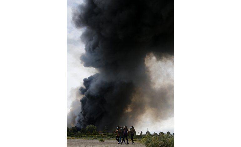 Vuelven los evacuados por incendio de vertedero en España