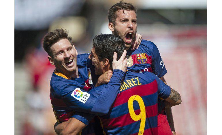 Barcelona conquista la liga española con triplete de Suárez