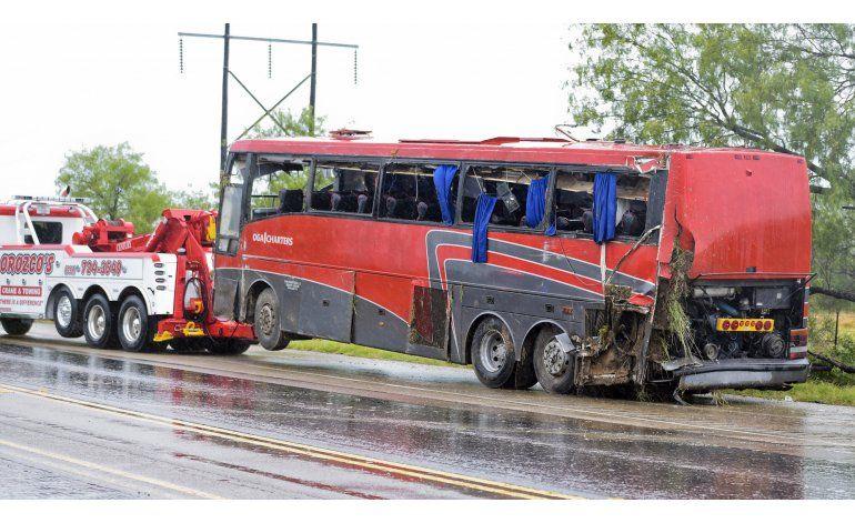 Texas: Ocho muertos y 40 heridos en accidente de autobús