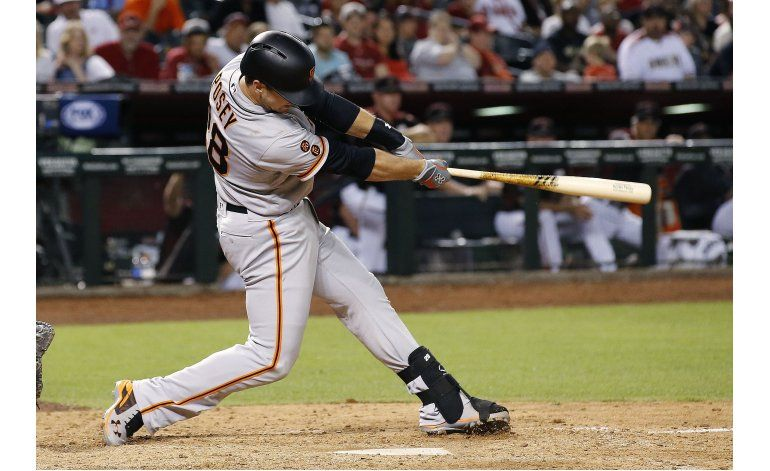 Gigantes ganan a Diamondbacks con doble de Posey