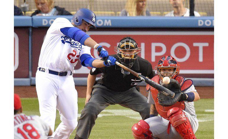 Kazmir lanza 8 innings 2/3, Dodgers superan a Cardenales