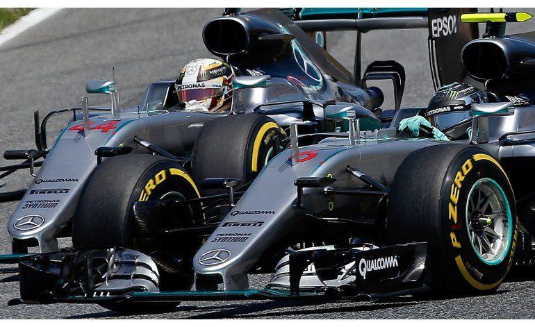 Hamilton choca con Rosberg en el GP de España