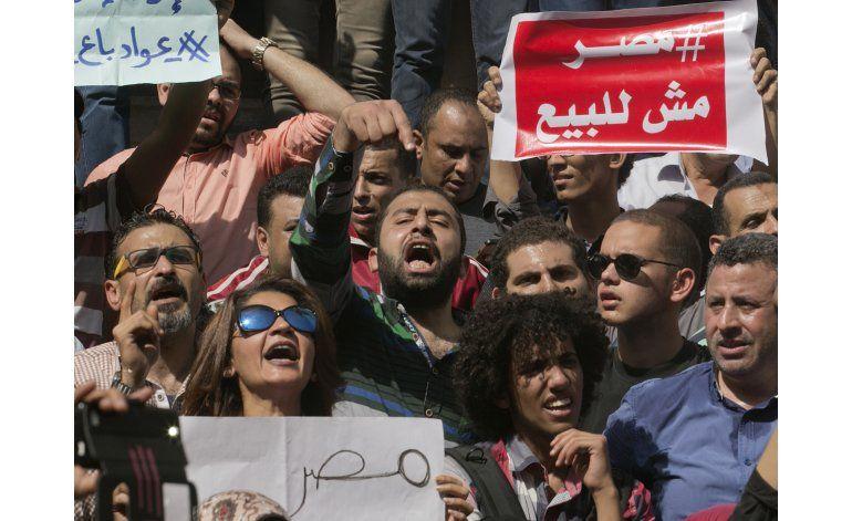 Egipto sentencia a 101 manifestantes a cinco años de prisión