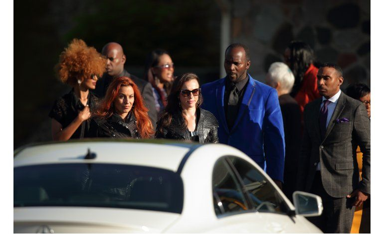 Iglesia de Testigos de Jehová celebra funeral por Prince