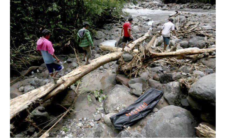 Inundaciones en Indonesia dejan 17 muertos y 4 desaparecidos