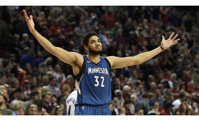 Towns, Novato del Año de la NBA por unanimidad
