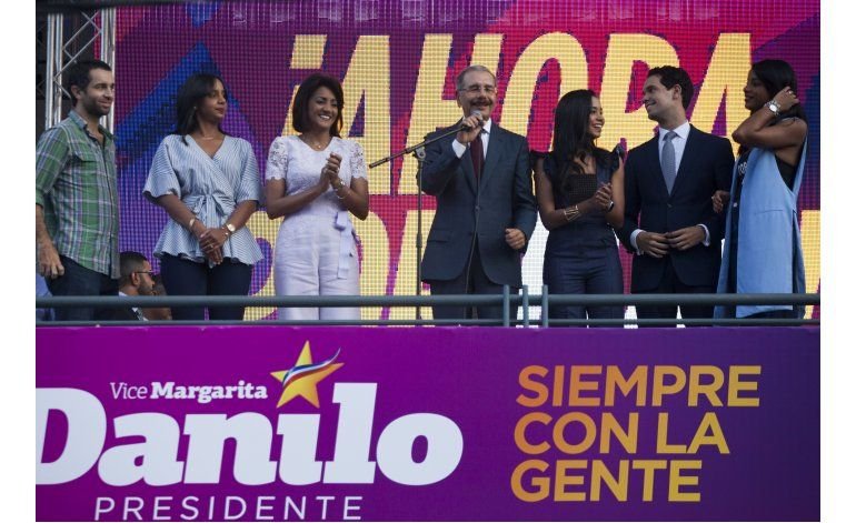 Medina celebra aparente triunfo en comicios en Dominicana