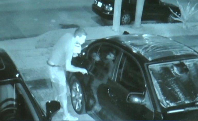 Ladrón roba mas de mil dólares tras vandalizar un auto en la Pequeña Habana