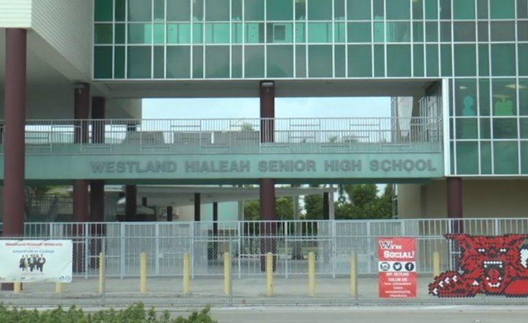 Pelea en la secundaria Westland Hialeah Senior High deja a un estudiante herido en el pecho y el brazo