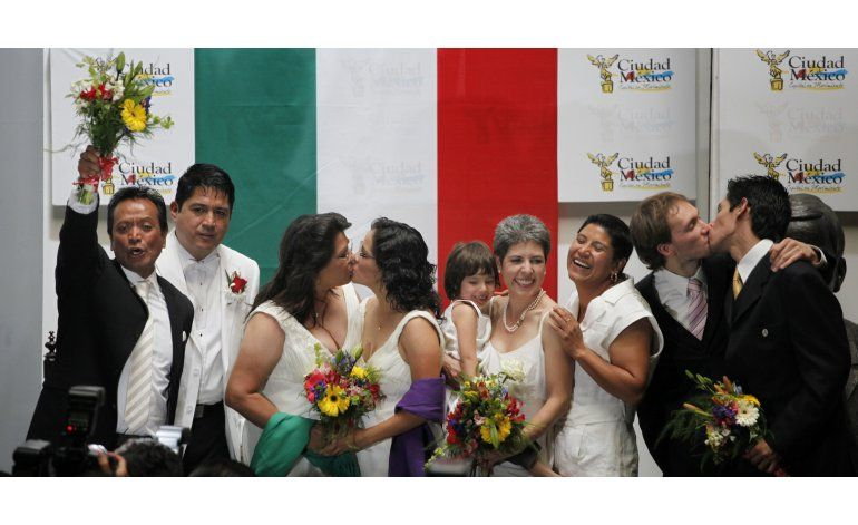 Presidente propone legalizar matrimonio gay en México