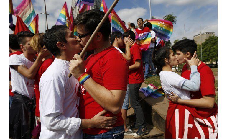 Conmemoran día de la lucha contra la homofobia