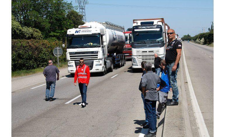 Francia: Protestas y cierre de caminos por reforma laboral