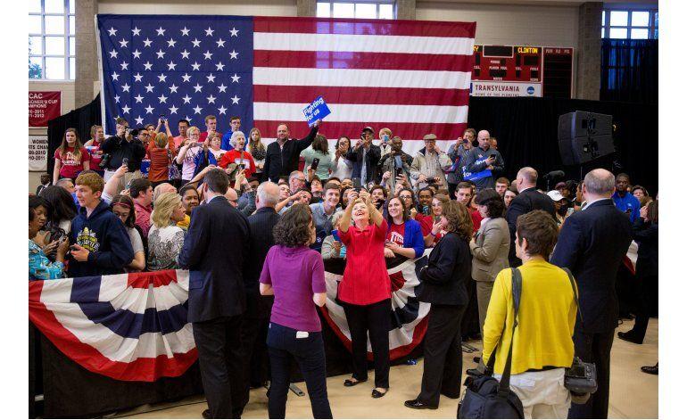Clinton desvela sus ingresos por regalías y discursos