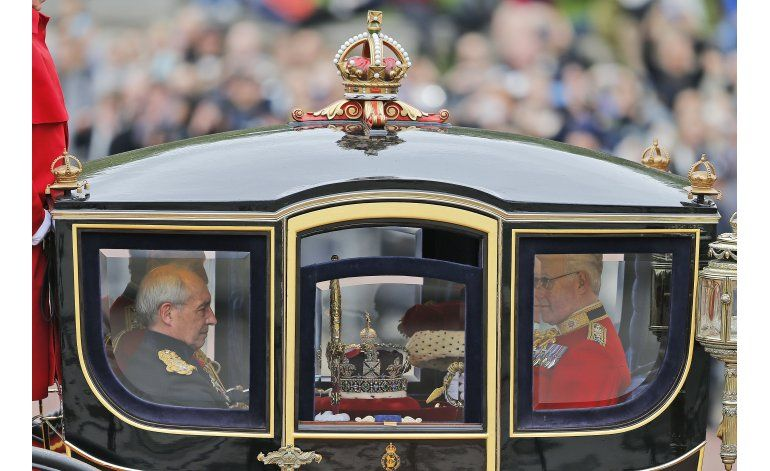 La reina Isabel II habla de impuestos, reforma penitenciaria
