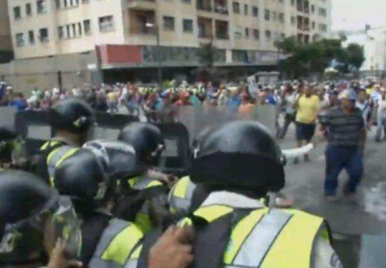 Régimen venezolano vuelve a reprimir manifestación opositora