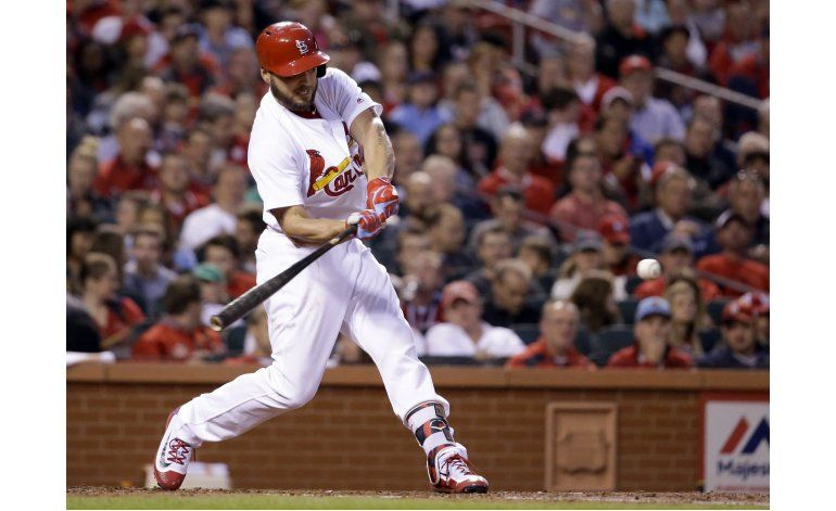 Wainwright y Holliday guían a Cardenales ante Rockies