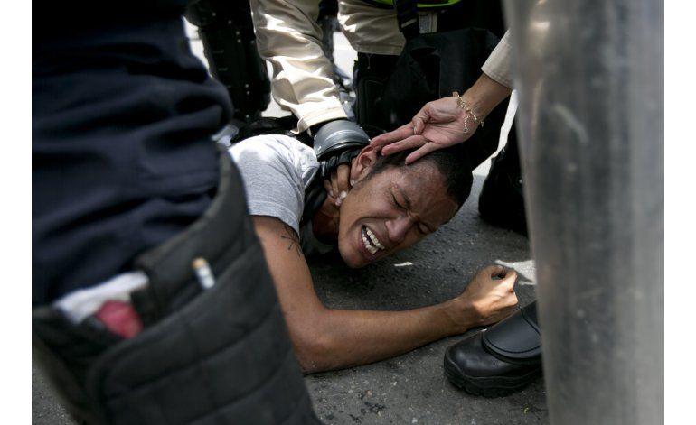 AP Explica: parálisis, economía moribunda alimentan crisis