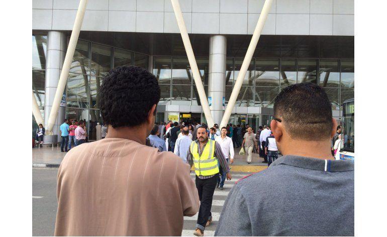 Cae avión egipcio con 66 personas; iba de París a El Cairo