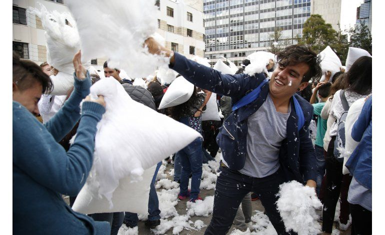 Jóvenes colombianos realizan guerra a favor de la paz