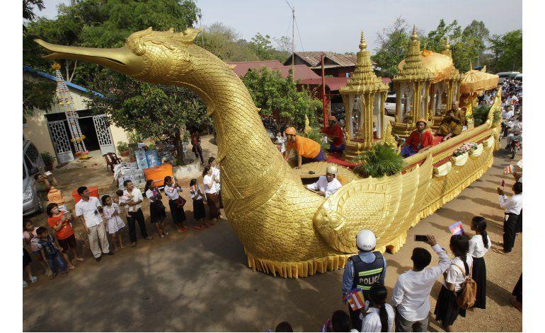 Urna dorada con reliquias de Buda vuelve a santuario Camboya
