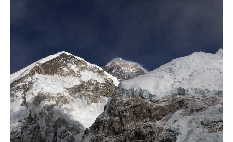 Mueren en Everest un holandés y una australiana