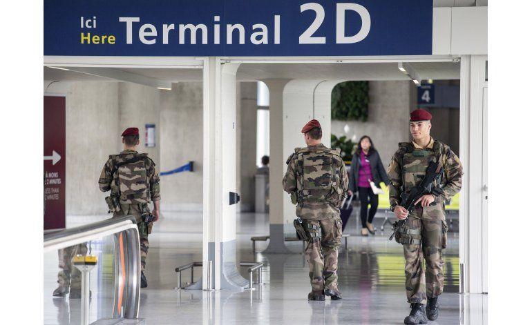 Seguridad total es esquiva en el aeropuerto de París