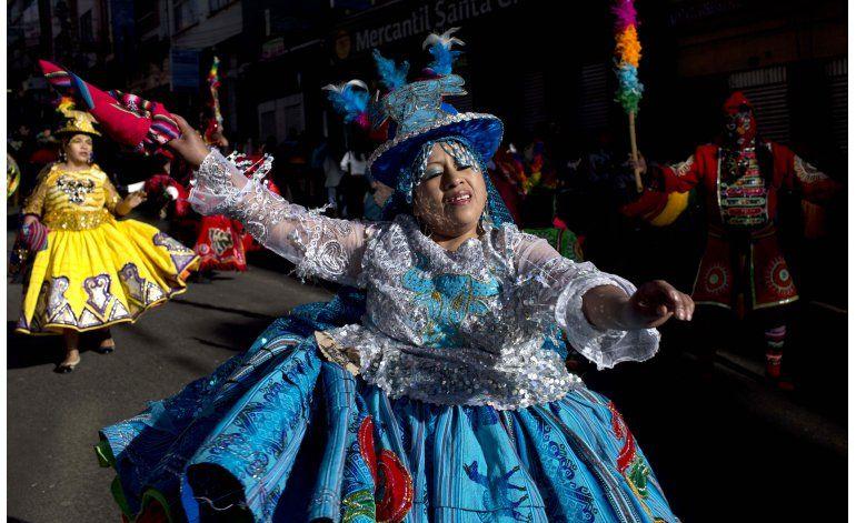 Miles de bolivianos bailan en la festividad del Gran Poder