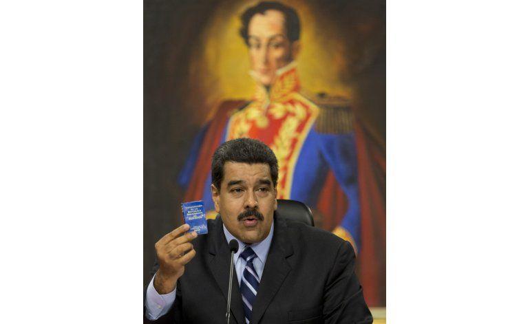 Maduro pide a militares combatir invasiones con la vida