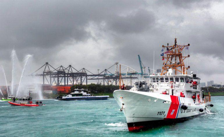 Guardia Costera mantiene en un buque a cubanos que se refugiaron en faro
