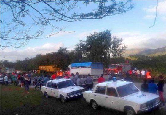 Tres fallecidos y 14 heridos en un accidente en Santiago de Cuba