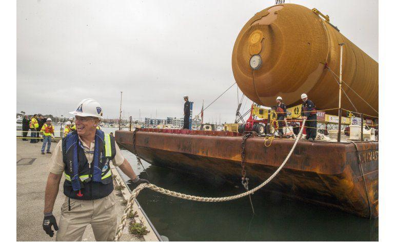 Tanque de combustible espacial llega a museo en Los Ángeles