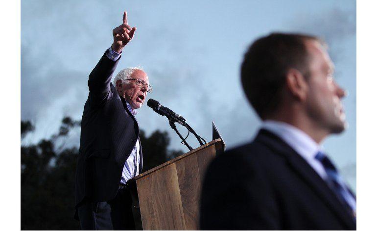 LO ÚLTIMO: Clinton dice que Sanders tiene derecho a seguir