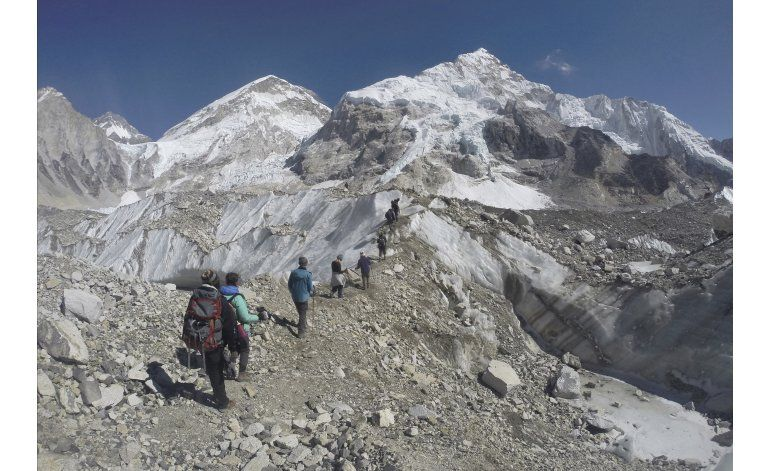 Dos montañistas indios están desaparecidos en el Everest
