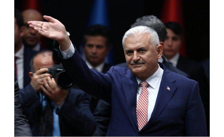 Presidente turco designa a aliado para formar nuevo gobierno