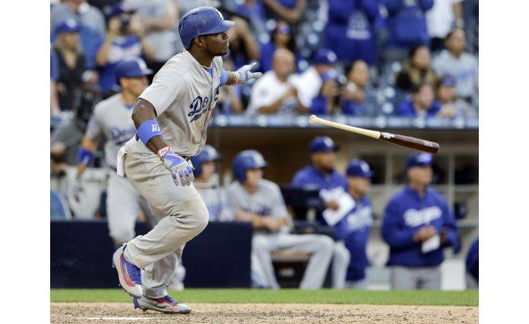 Puig rompe empate, Dodgers ganan a Padres en 17 innings