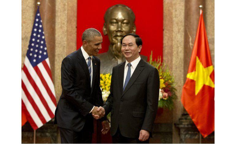 Obama levanta embargo de armas en primera visita a Vietnam