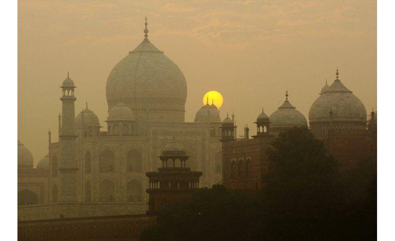 Excremento de insectos amenaza los mármoles del Taj Mahal