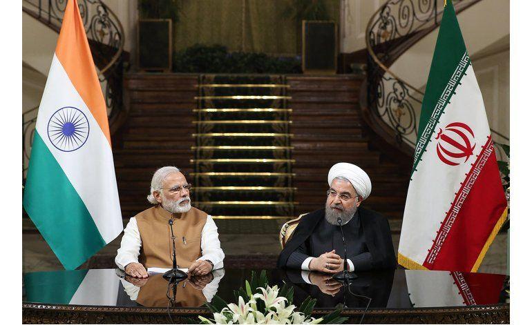 Irán e India firman millonario acuerdo portuario