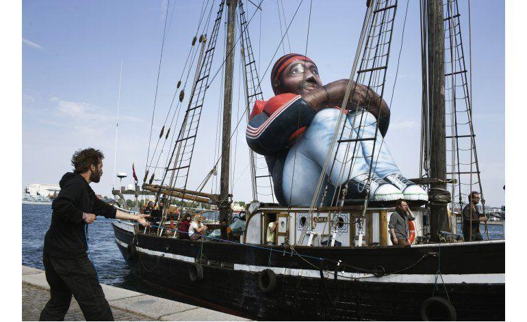 Refugiado inflable llega a Copenhague
