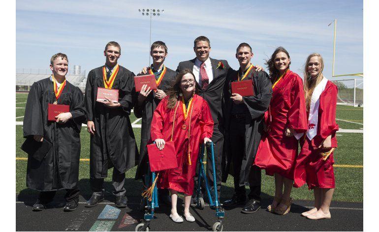 Septillizos se gradúan de la secundaria