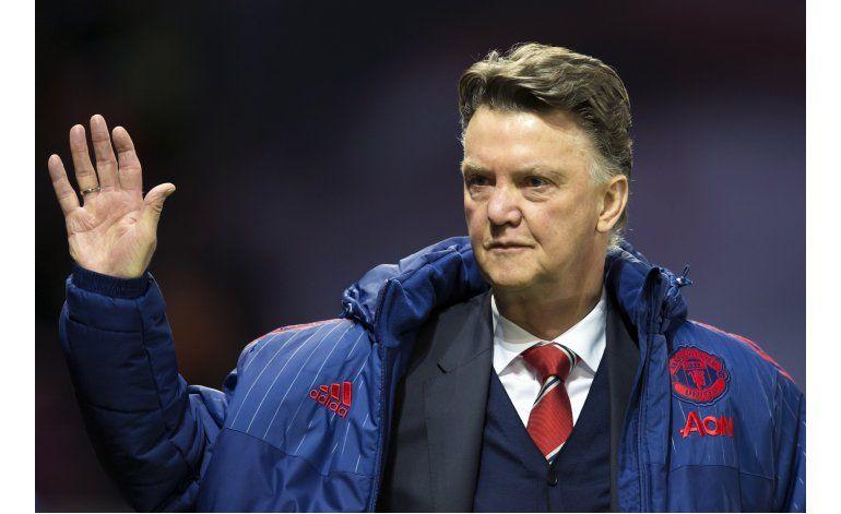 Man United despide a van Gaal, Mourinho sería el nuevo DT