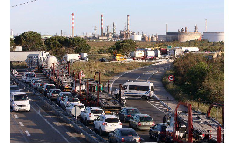 Francia abre depósito de combustible bloqueado por protesta