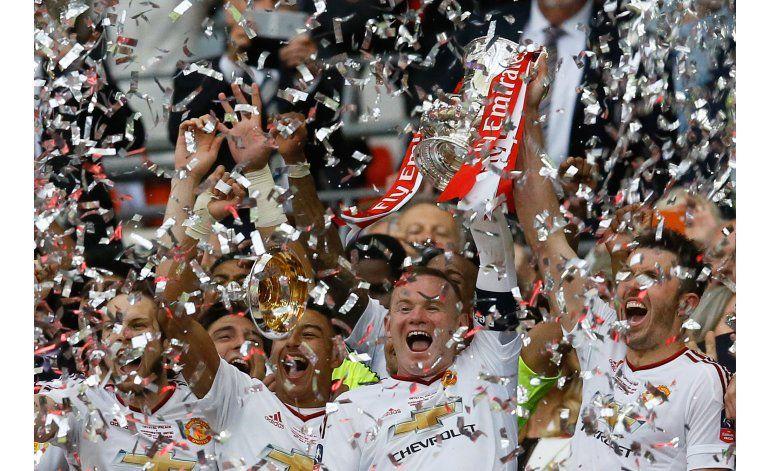 Multan a Liverpool y al United por incidentes en Liga Europa