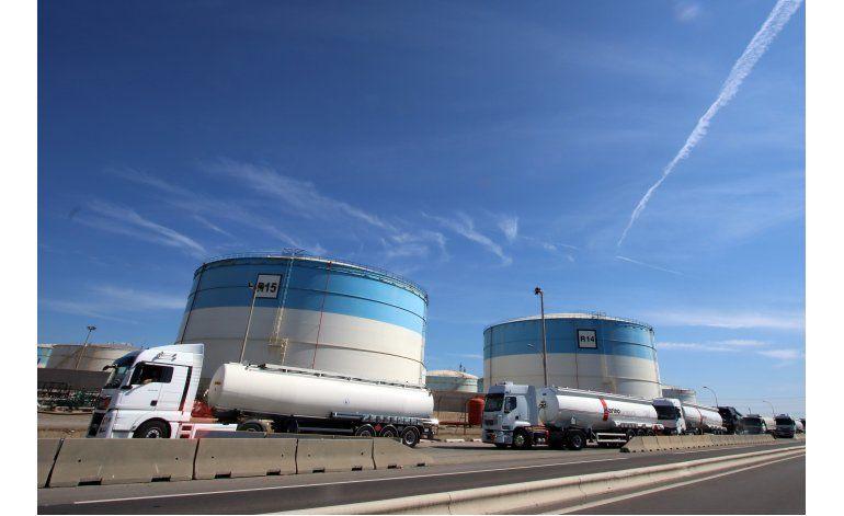 Francia usa reservas ante falta de combustible por protestas