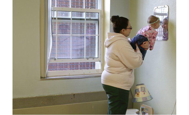 Bebés entre rejas: Madres que cumplen condena con sus hijos