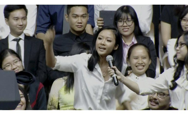 Joven vietnamita rapea con Obama