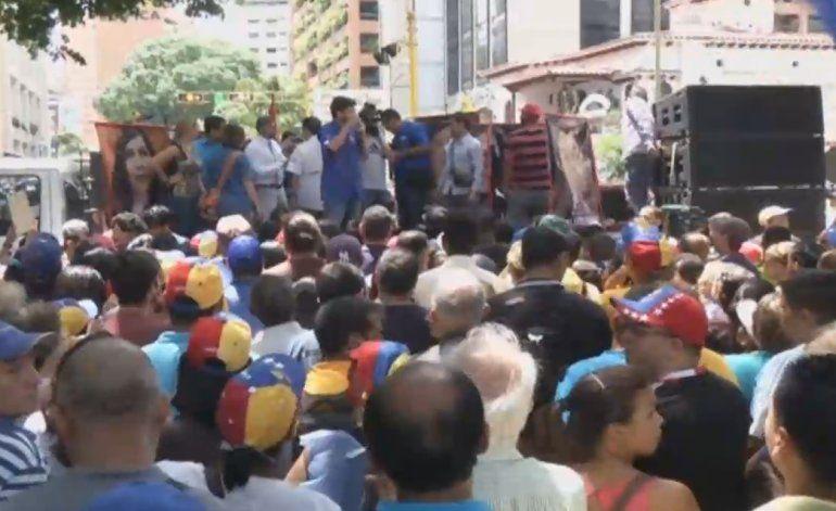 Venezolanos en las calles contra decisión de Tribunal Supremo que restringe el derecho a protestar