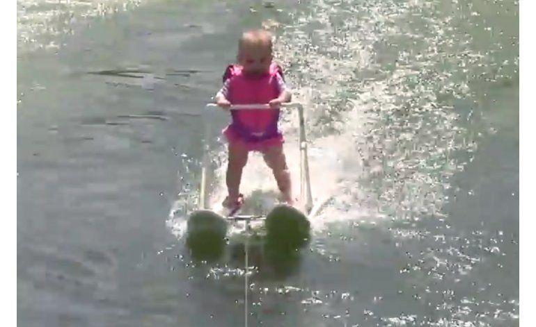 Bebé de 6 meses esquía más de 200 metros en lago artificial